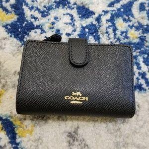Coach Medium Corner Zip Wallet Black Light Gold